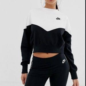 Nike women's crew sweatshirt  small petite
